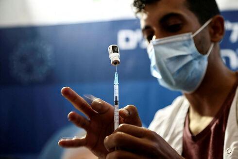 Dosis de una vacuna contra el COVID-19.