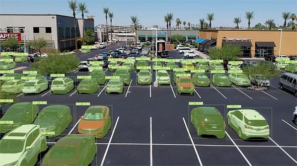 La solución tecnológica de Wisesight monitorea los vehículos en los estacionamientos y sus sensores detectan cuando un espacio está disponible.