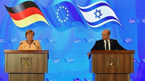 La canciller alemana Angela Merkel y el primer ministro Naftali Bennett durante una conferencia conjunta brindada ayer.
