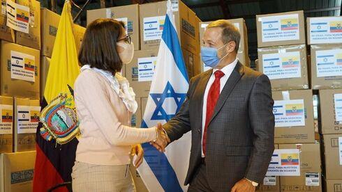 La ministra de Salud de Ecuador, Ximena Garzón, y el embajador de Israel, Zeev Harel.