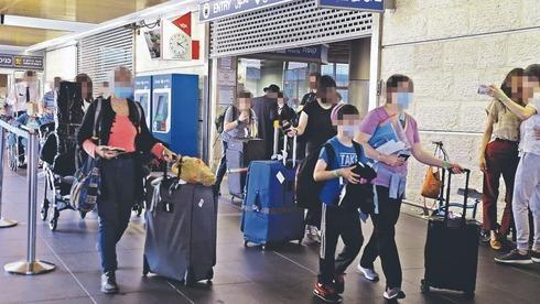 Pasajeros que llegan al aeropuerto internacional Ben Gurión.