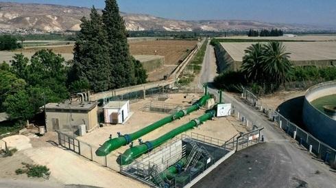 Sistema de tuberías utilizado para transferir agua de Israel a Jordania, cerca de la frontera y al sur del Mar de Galilea.