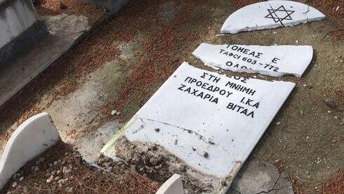 Tumba profanada en Grecia.