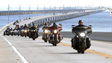 Veteranos estadounidenses en un rally de motocicletas en Florida.