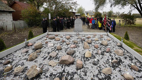 Monumento a las víctimas de la masacre de Wojslawice.