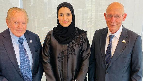 Shimon Sarid, CEO de SpaceIL, Sarah Al-Amiri y Morris Kahn.